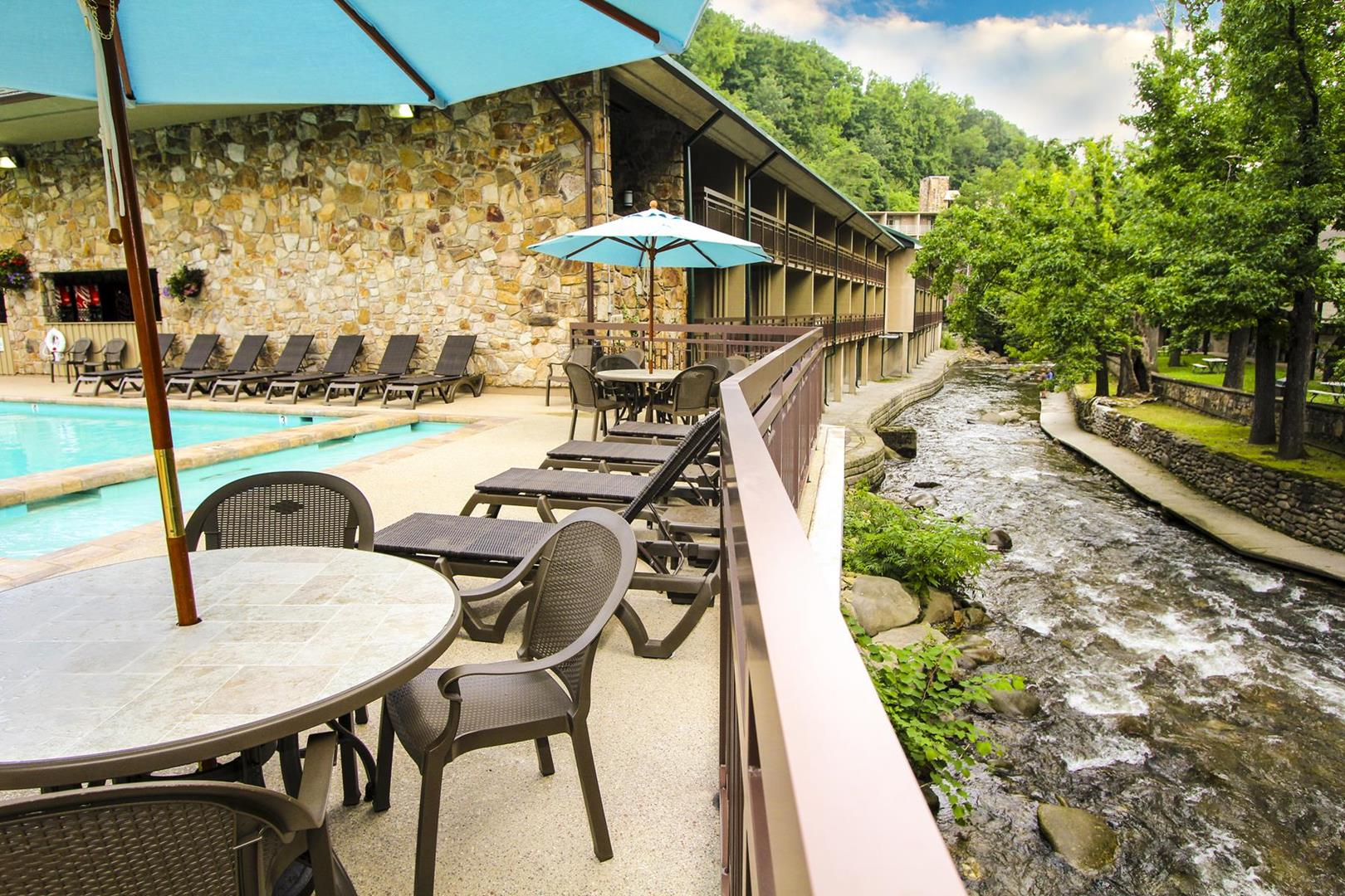 Families Gather at Gatlinburg's Greystone Lodge on the River
